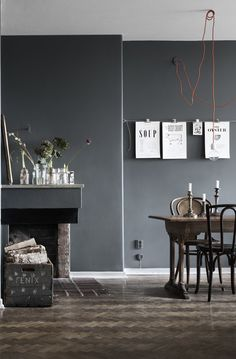 Dark walls and a mix of chairs / corded pendant inspiration Dark Grey Dining Room, Dark Grey Walls, Grey Room, Living Room Paint, Living Room Grey, Gray Interior, Interior Office, Contemporary Interior, Dark Interiors