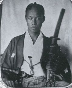 Samurai, member of the Japanese warrior caste. The term samurai was originally used to denote the aristocratic warriors ( bushi ), but it ca. Japanese History, Asian History, Japanese Culture, Samurai Weapons, Samurai Armor, Era Edo, Tattoo Samurai, Geisha, The Last Samurai