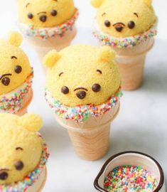 Disney Desserts, Disney Cupcakes, Disney Food Recipes, Disney Cake Pops, Disney Snacks, Disney Inspired Food, Disney Themed Food, Comida Disney, Kreative Desserts