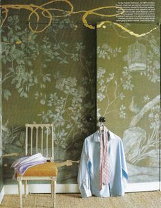 positively obsessed with Jeffrey Bilhuber's master bedroom - de Gournay paper customized with splashes of gold leaf and resin!