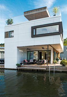Flydende huse baner vejen for ny spændende livsstil Floating Architecture, Concept Architecture, Architecture Design, Floating Boat, Floating House, Lakefront Property, Villa, Construction, Large Windows