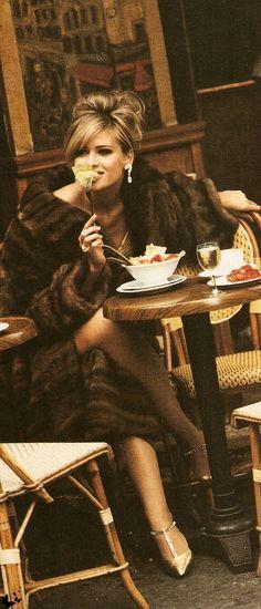 I just love dining al fresco in a fur, it's a must! Parisienne Chic, Fabulous Furs, Paris Cafe, Christy Turlington, Linda Evangelista, Vintage Vogue, Belle Epoque, Mode Style, Belle Photo