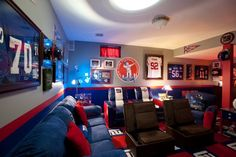 New York Giants Man Cave! If we had a basement it would probably look like this.