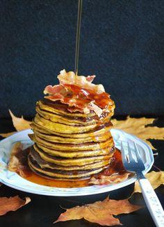 Celebration Treats 4U: Pumpkin Pancakes + linkki ihanaan kurpitsakakkuun Pumpkin Pancakes, Celebration, Treats, Breakfast, Desserts, Food, Sweet Like Candy, Morning Coffee, Tailgate Desserts