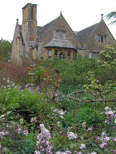 Hidcote Manor Gardens, Gloucestershire,   photo by John Hackston