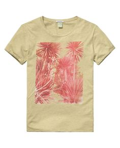 Our designers made pictures on their own summer adventures and placed them on this cool tee. http://webstore-all.scotch-soda.com/men/t-shirts/short-sleeved-photo-print-tee/14010351162.html?dwvar_14010351162_color=nutmeg%20melange