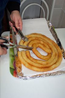 """I like to eat: Homemade churros """"made in mi cuñao"""" (rep … – About Sweets Food N, Diy Food, Food And Drink, Mexican Food Recipes, Snack Recipes, Cooking Recipes, Sweet Recipes, Christmas Cake Recipe Traditional, Spanish Dishes"""