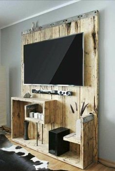 fabriquer un meuble TV, fait de bois brut, design très original