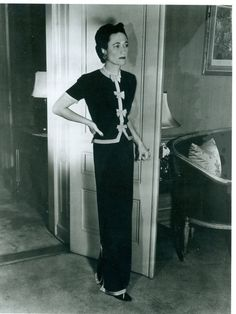 Despite being part of the scandal of the century (or because of it), the Duchess of Windsor remained in demand as a speaker and socialite until her death. Photo courtesy Mark Gaulding, Duke & Duchess of Windsor Society. Wallis Simpson, 1930s Fashion, Vintage Fashion, Women's Fashion, Travel Fashion, Fashion Images, Vintage Beauty, Fashion Shoot, Retro Fashion