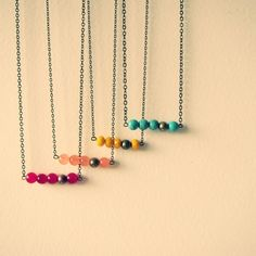 Collier court laiton et perles