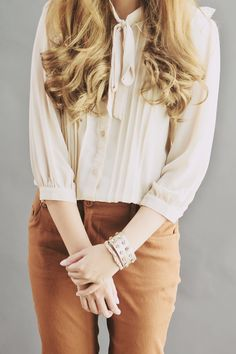 Hemingway & Hepburn - cream and tan are perfect together, as are gorgeous feminine blouses with skinnies