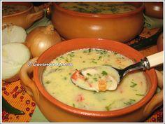 Ciorba radauteana My Favorite Food, Favorite Recipes, Romanian Food, Romanian Recipes, Soup Recipes, Cooking Recipes, Oriental, Russian Recipes, Chowder