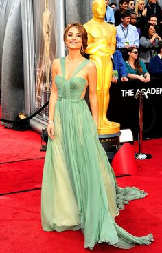 Maria Menounos in a mint green pleated gown