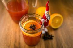 Alkoholmentes adventi puncs recept: A karácsonyi összejövetelek, családi események egyik elmaradhatatlan darabja ez az alkoholmentes adventi puncs recept! ;) Decemberben kötelező darab! ;) Gyerekeknek, és autót vezető felnőtteknek is remek üdítő! ;) Punch, Beverages, Drinks, Dessert Recipes, Desserts, Hot Sauce Bottles, Drinking Tea, Sangria, New Recipes