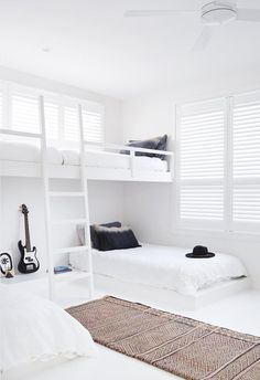 A tree change to Byron Bay gave this family a chance to work with local artisans to create a relaxed, all-white home. Modern Country Bedrooms, Modern Kids Bedroom, Dispositions Chambre, Custom Bunk Beds, Clad Home, Canopy Bed Frame, Black Bed Linen, Bedroom Layouts, Bedroom Ideas