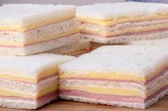 Prohibieron la venta de un sándwich por considerarlo ilegal Sandwich Platter, Veggie Sandwich, Gourmet Sandwiches, Cucumber Sandwiches, Sandwich Jamon Y Queso, Sandwich Pictures, Muffin Recipes, Snack Recipes, Comida Disney