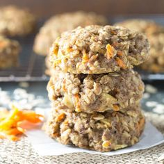 Thick, soft Carrot Cake Breakfast Cookies are a healthy make ahead breakfast or snack. Whole grain, refined sugar free, freezer friendly, gluten free option (Baking Cookies Bowls) Breakfast Cookie Recipe, Cookie Recipes, Breakfast Recipes, Dessert Recipes, Breakfast Ideas, Brunch Recipes, Baby Recipes, Breakfast Sandwiches, Family Recipes