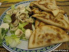 ecco la mia #cena #vegana di oggi: mini panzerottini pomodoro e funghi fatti in casa con insalata mista