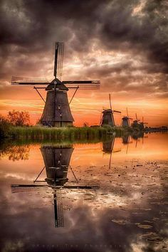 Sunrise - Windmill in Kinderdijk, Netherlands. Landscape Photography, Nature Photography, Travel Photography, Beautiful Places, Beautiful Pictures, Photos Voyages, Le Moulin, Belle Photo, Beautiful Landscapes