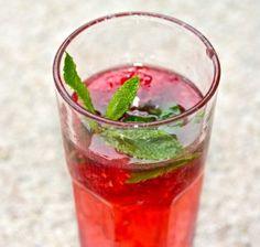 Raspberry Minty Hibiscus kombucha Mocktail - Kombucha Me Kombucha Flavors, Kombucha Scoby, Kombucha Recipe, Raspberry Mojito, Spring Treats, Fresh Mint Leaves, Fresh Lemon Juice, Hibiscus, Strawberry