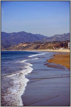Santa Monica Beach - California .... So Beautiful!! I WANT TO BE BACK THERE NOW!!! Best of both the beauty of beach and mountains!! <3