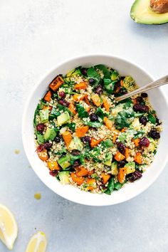 Fresh and healthy roasted sweet potato quinoa salad made with spinach and avocados. A healthy and delicious lemon vinaigrette dressing coats this salad. Get the recipe here! Sweet Potato Quinoa Salad, Sweet Potato Tacos, Wild Rice Salad, Sweet Potato Recipes, Potato Salad, Avocado Quinoa, Quinoa Rice, Vegetarian Recipes, Cooking Recipes