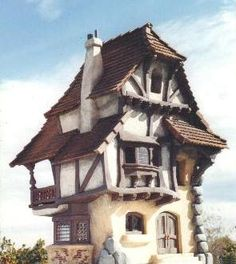 I Love Unique Home Architecture. Simply stunning architecture engineering full of charisma nature love. The works of architecture shows the harmony within. Cozy Cottage, Cozy House, Cottage Style, Storybook Homes, Storybook Cottage, 3d Fantasy, Fantasy House, Village Houses, Fairy Houses