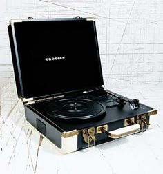 Christmas gifts for men: Crosley turntable