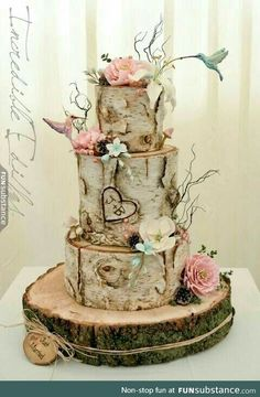This is the most awesome weddingcake ever and I want it Birch Wedding Cakes, Forest Wedding Cakes, Tree Themed Wedding, Spring Wedding Cakes, Camo Wedding Cakes, Nature Wedding Cakes, Vintage Wedding Cakes, Forest Theme Weddings, Nature Cake