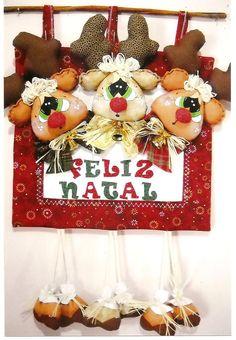 painel de renas Halloween Christmas, Red Christmas, Handmade Christmas, Christmas Time, Christmas Wreaths, Christmas Crafts, Christmas Decorations, Christmas Ornaments, Holiday Decor
