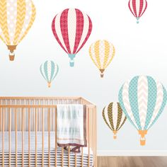 Vinilo infantil Viaje en Globo.  Deja volar la imaginación de los niños de la casa con este vinilo infantil de globos aerostáticos.  DISFRÚTALO EN NUESTRA WEB: http://dolcevinilo.es/vinilo-infantil-globos