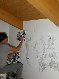 Decorazione a parere. Disegno floreale abbinato alla tenda. By Annalisa Tombesi.
