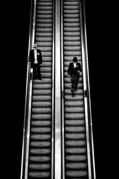 Things David likes Minimal Photography, Creative Photography, Black And White Photography, Street Photography, Portrait Photography, Black And White Photo Wall, Photo Black, Black And White Pictures, Black And White Aesthetic