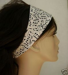 This would be a simple DIY Christmas gift for any piano lover. Make the headband out of fleece for colder weather or breathable material for runners. #music