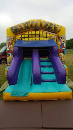 Camelot Bounce And Slide avaliable for hire in Northamptonshire. The ideal bouncy castle for boys and girls party's as can play king or Princess of there own castle! Bounce at the back and slide down the draw bridge slide at the front. Size:12ft x 18ft