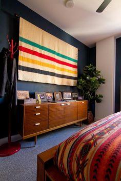 Cool look for Brian's man cave Hudson Bay blanket, Pendleton blankets, navy walls, vintage furniture & fiddle leaf fig tree. Blanket On Wall, Hanging Blankets On Wall, Blanket Box, Wool Blanket, Pendelton Blankets, Hudson Bay Blanket, Bed Hardware, Navy Walls, Decor Scandinavian