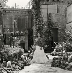 10+ Rare Photos Of Frida Kahlo During The Last Years Of Her Life To Celebrate Her 110th Birthday