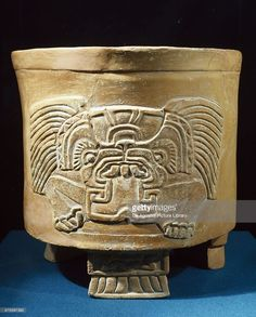 475597393-vase-decorated-with-a-depiction-of-tlaloc-gettyimages.jpg (822×1024)