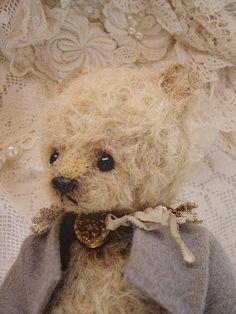 Jude Alpaca Artist Art Bear #teddy, #teddies, #bears, #toys, #pinsland, https://apps.facebook.com/yangutu