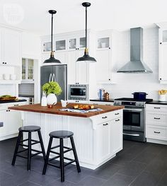 A spacious and bright country kitchen {PHOTO: Stacey Brandford}