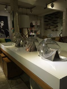 Vaso Bola Cristal Designer: Carol Gay Material: Vidro cristal e aço inox Medidas: 40 X 40 X 35 http://www.marcheartdevie.com.br/produtos/acessorios/vaso-bola-vidro-cristal/