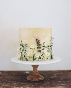 wedding cakes with flowers Hochzeitstorte Sommer Wiesenblumen Pretty Cakes, Beautiful Cakes, Amazing Cakes, Bolo Floral, Floral Cake, Cupcakes, Cupcake Cakes, Wedding Cake Designs, Wedding Cakes