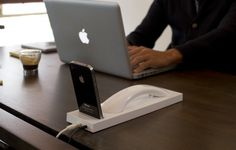 Curve Bluetooth iPhone dock: stylish on a clean desk!