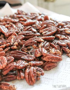 This recipe will help you make perfectly toasted pecans, or any other type of roasted nuts, to use in a variety of ways. Great for snacking too! Tapas Recipes, Pecan Recipes, Low Carb Recipes, Appetizer Recipes, Cooking Recipes, Appetizers, Caramel Recipes, Tapas Food, Yummy Recipes