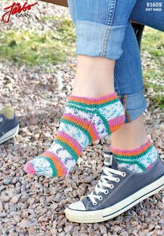 Ankle socks with stretch in Soft Raggi. Magic Loop, Slipper Boots, Knitting Socks, Knit Socks, Ankle Socks, Baby Knitting Patterns, Crochet Accessories, Mittens, Stretches