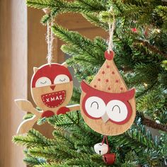 Christmas decoration on Maisons du Monde. Take a look at all the furniture and decorative objects on Maisons du Monde. Noel Christmas, Christmas Crafts, Xmas, Christmas Ornaments, Deco Noel Nature, Outdoor Christmas Decorations, Holiday Decor, Deco Originale, Decoupage
