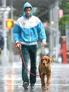Andrew Garfield The The Amazing Spider-Man 2 star and his soggy doggy brave the rain in downtown N. on Thursday, though his pup doesn't seem to mind getting a little wet and wild! Boy Walking, Andrew Garfield, Hollywood Actor, Man Photo, Teen Titans, Hottest Photos, My Idol, Spiderman, Hot Guys