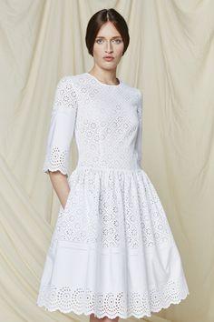 Philosophy di Lorenzo Serafini Resort 2016 - on Moda Operandi White Fashion, Boho Fashion, Spring Fashion, Fashion Dresses, Fashion Design, Womens Fashion, Modest Dresses, Casual Dresses, Summer Dresses