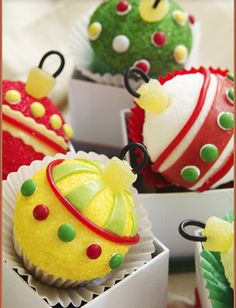 http://formosangirl.hubpages.com/hub/Cute-Christmas-Cupcakes