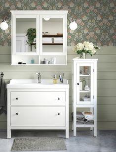 HEMNES Bathroom Red, Bathroom Wall Decor, Bathroom Furniture, Colorful Bathroom, Master Bathroom, Bathroom Ideas, Hemnes, Inspiration Ikea, Bathroom Inspiration